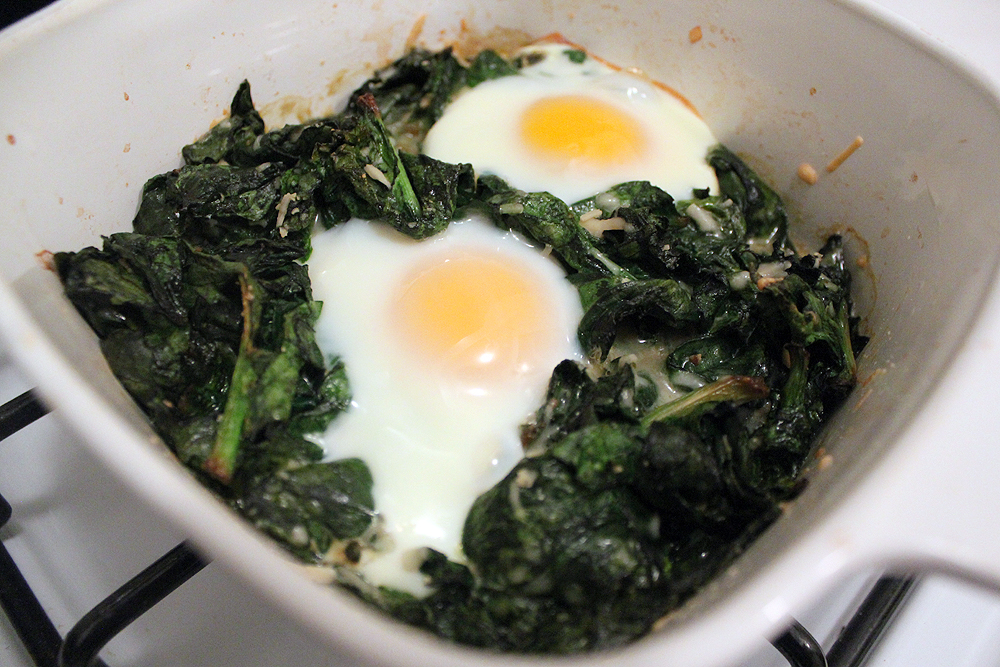 Easy Baked Eggs with Spinach - bites out of life